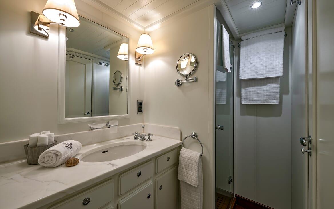Motor Yacht Persuader Bathroom