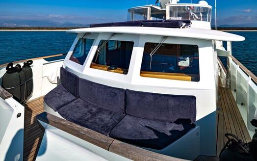 Motor Yacht Persuader Wheelhouse Cabin