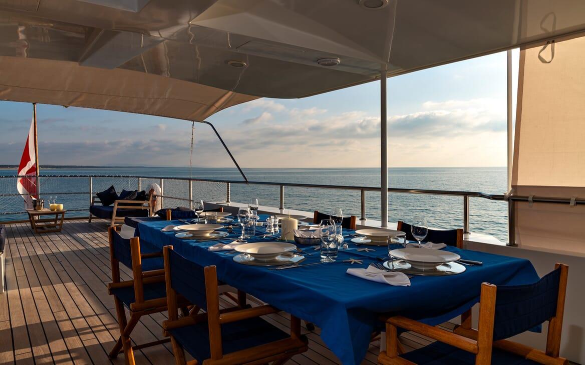 Motor Yacht Persuader Aft Deck Dining