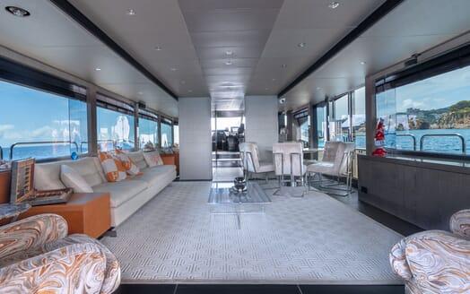 Motor Yacht Mirka Saloon