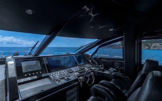 Motor Yacht Mirka Saloon 2