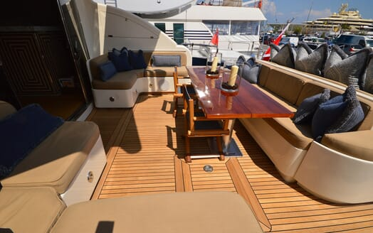 Motor Yacht Cheeky Tiger aft deck