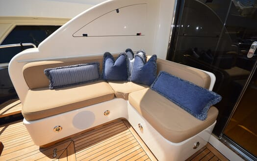 Motor Yacht Cheeky Tiger outdoor seating