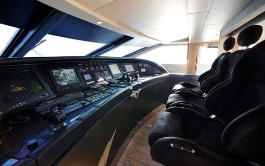 Motor Yacht Cheeky Tiger bridge