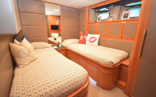 Motor Yacht Cheeky Tiger guest cabin