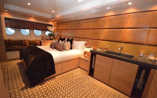 Motor Yacht Cheeky Tiger VIP cabin
