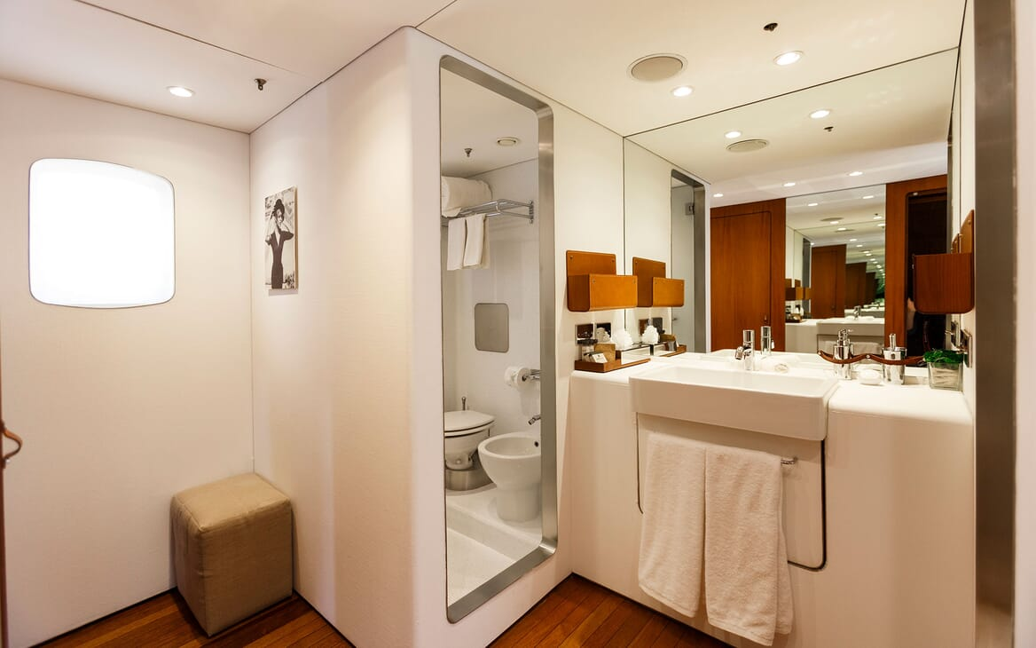 Motor Yacht DIONEA Guest Bathroom