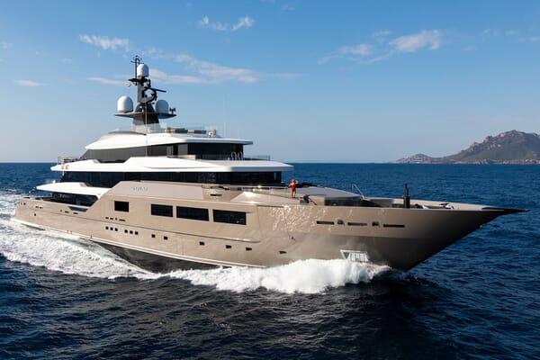 Motor Yacht SOLO Profile underway
