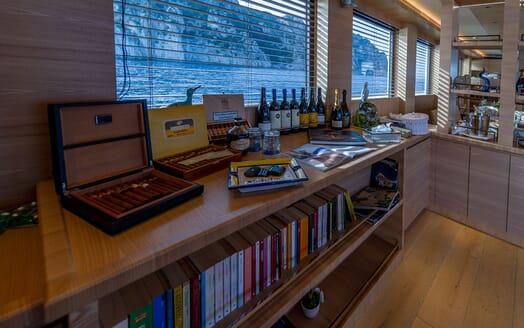 Motor Yacht DON MICHELE Cigars and Wine