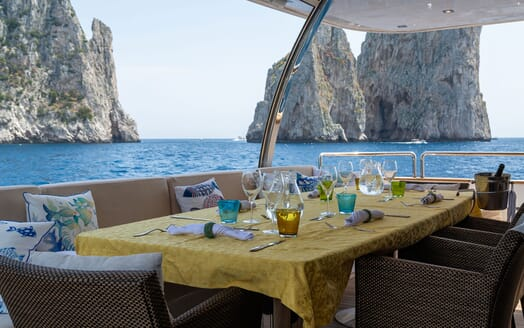 Motor Yacht DON MICHELE Aft Dining Table