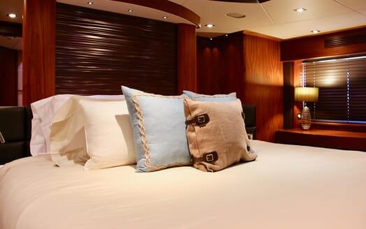 Motor Yacht Emrys guest cabin