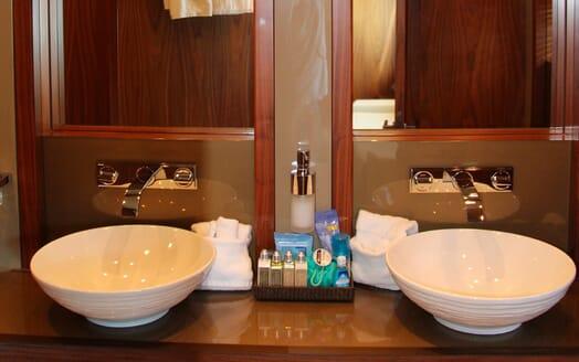 Motor Yacht Emrys washroom