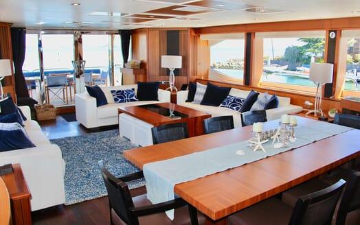 Motor Yacht Emrys saloon