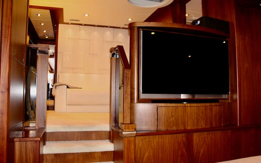 Motor Yacht Emrys guest stateroom