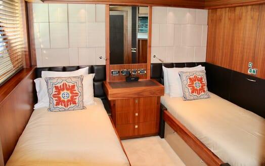 Motor Yacht Emrys twin cabin
