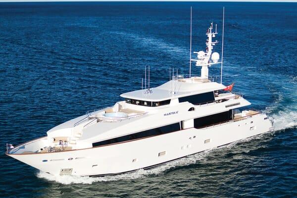 Motor Yacht Masteka 2 cruising