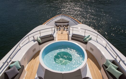 Motor Yacht Masteka 2 hot tub