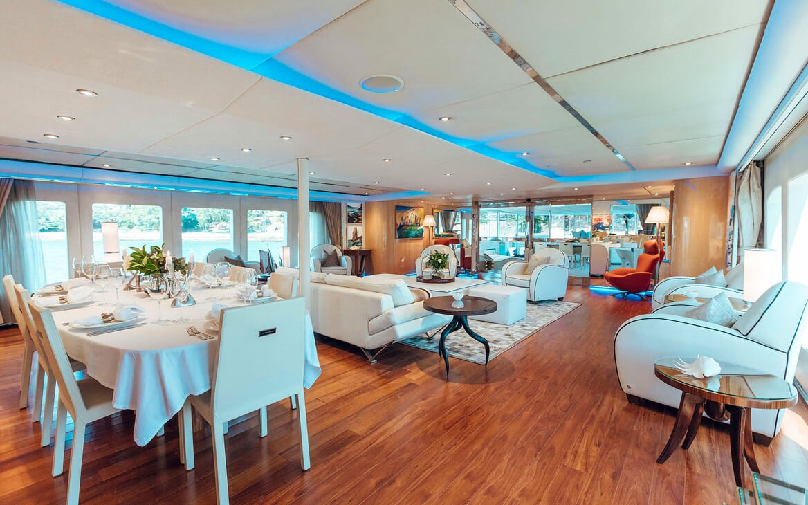 Motor Yacht Tango living area