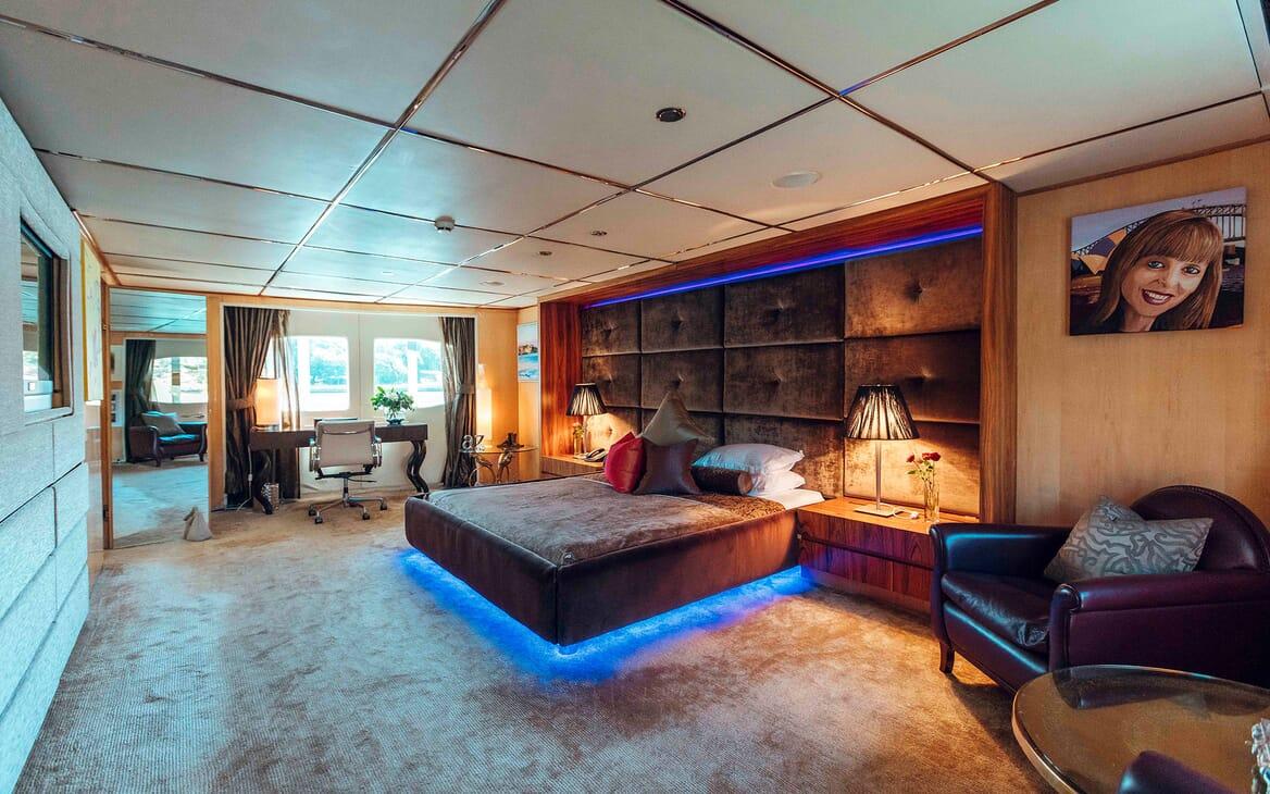 Motor Yacht Tango master cabin