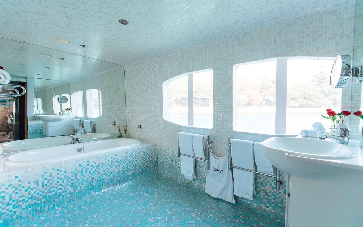 Motor Yacht Tango master bathroom