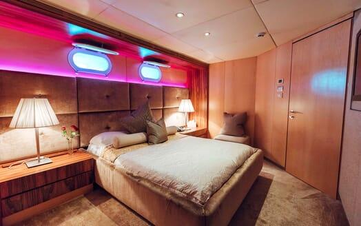 Motor Yacht Tango VIP cabin