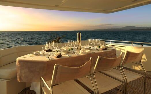 Motor Yacht Iroue outdoor dining area