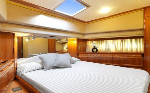 Motor Yacht Iroue guest cabin
