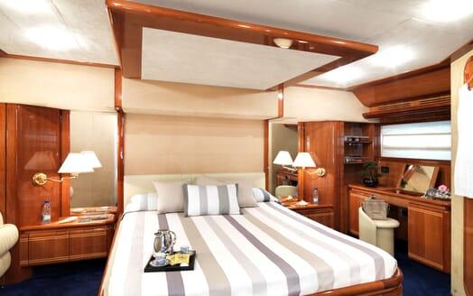 Motor Yacht Iroue master cabin