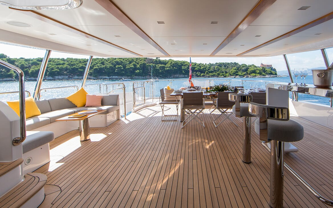Motor Yacht Dynar main deck