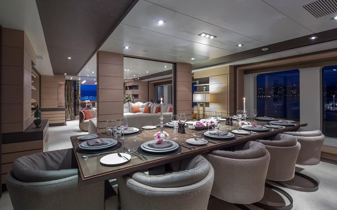 Motor Yacht Dynar dining area