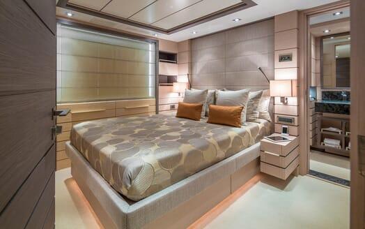 Motor Yacht Dynar guest cabin