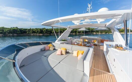 Motor Yacht Dynar sundeck