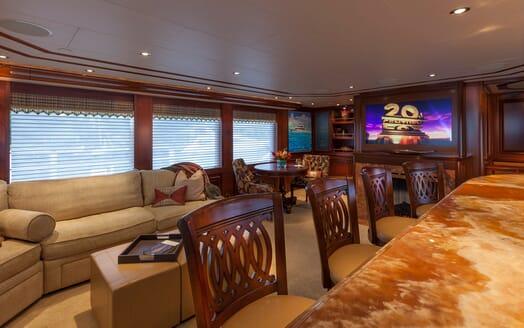 Motor Yacht Milk Money Lounge