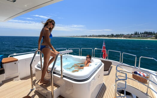 Motor Yacht Paradise hot tub
