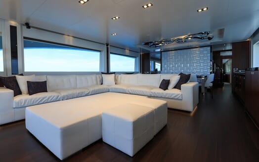Motor Yacht Paradise saloon