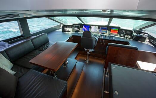 Motor Yacht Paradise bridge