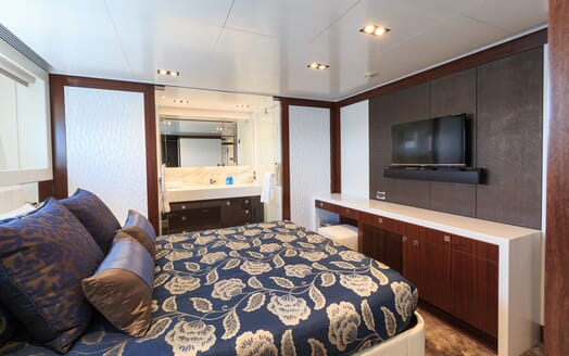 Motor Yacht Paradise guest cabin