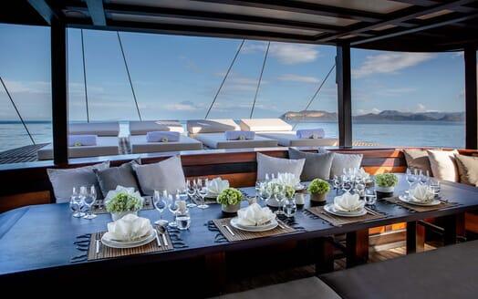Sailing Yacht DUNIA BARU Al Fresco Dining