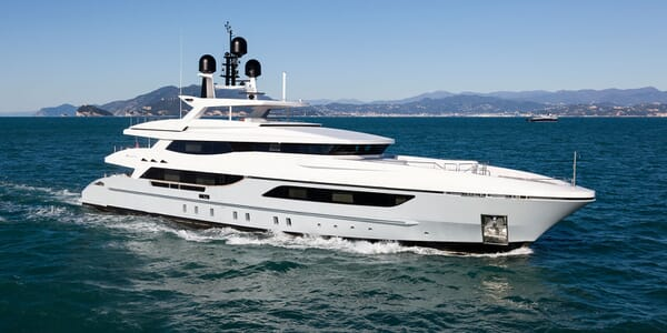 Motor Yacht ONLY ONE Profile Underway