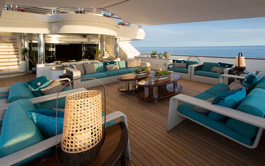 Motor Yacht COCOA BEAN Main Aft Deck Seating