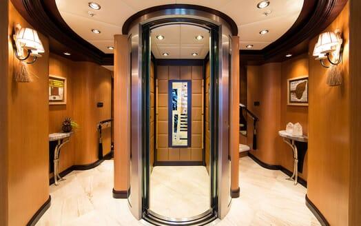 Motor Yacht COCOA BEAN Elevator