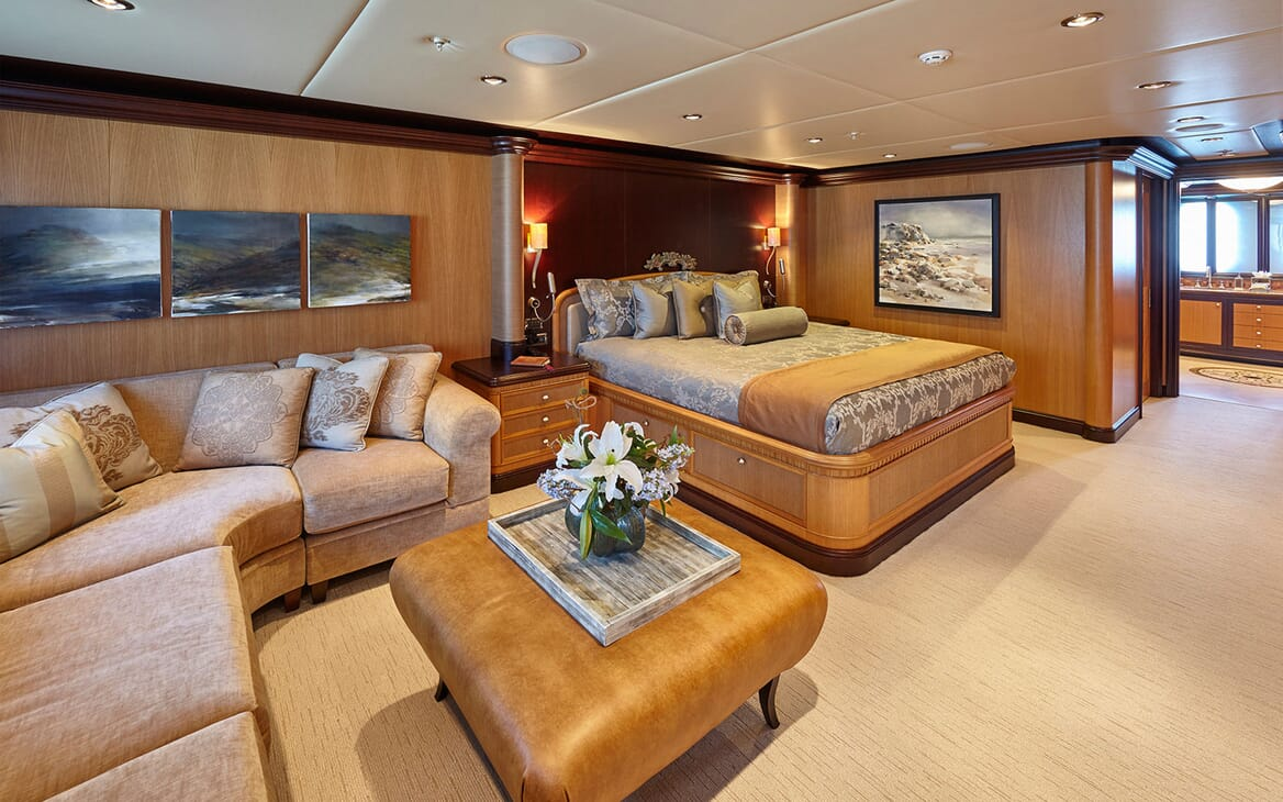 Motor Yacht COCOA BEAN Double Guest Stateroom and Seating