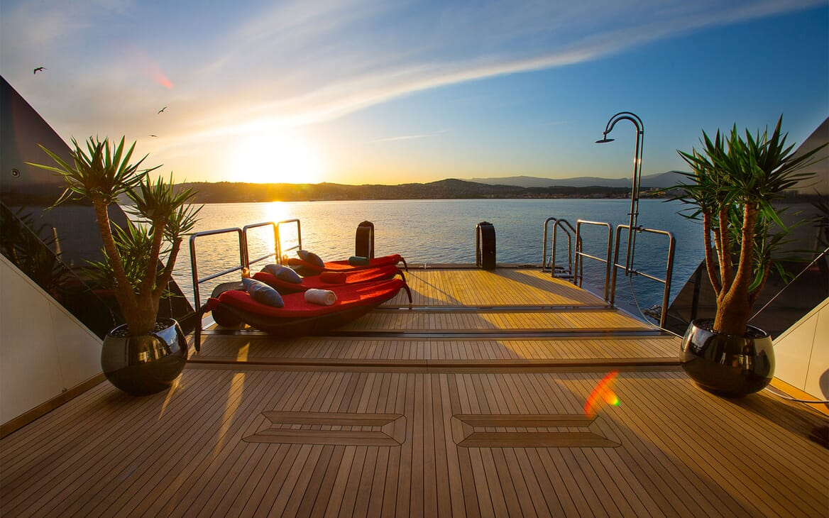 Motor Yacht COCOA BEAN Beach Club
