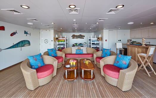 Motor Yacht COCOA BEAN Beach Club Interior