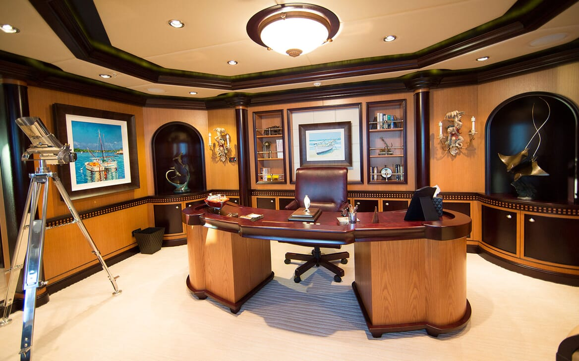 Motor Yacht COCOA BEAN Master Stateroom Office