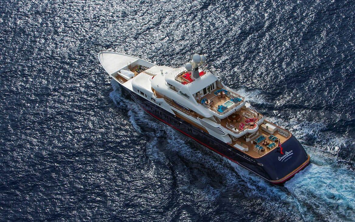 Motor Yacht COCOA BEAN Underway