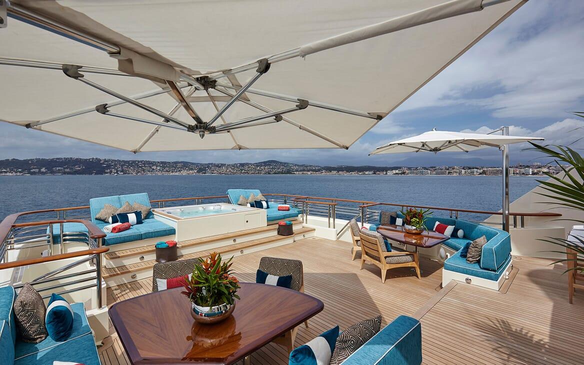 Motor Yacht COCOA BEAN Sun Deck Jacuzzi