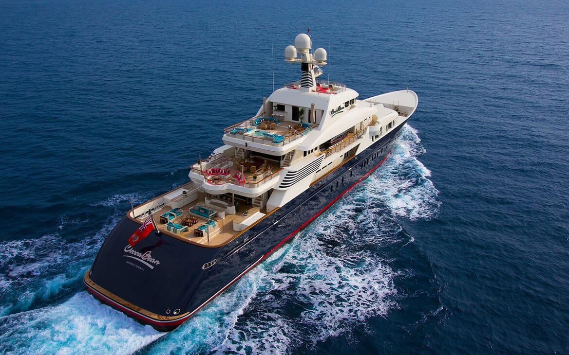 Motor Yacht COCOA BEAN Aft Underway