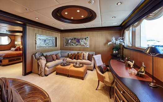 Motor Yacht COCOA BEAN Master Stateroom Seating