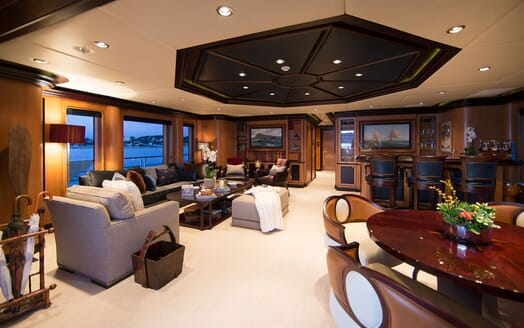 Motor Yacht COCOA BEAN Upper Deck Stateroom